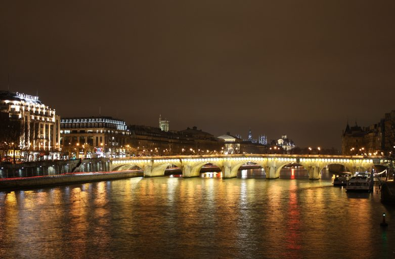 pont_neuf_at_night
